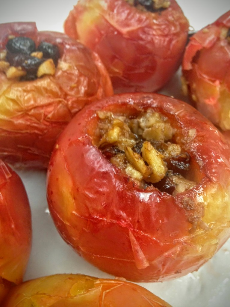 Apples stuffed with dried fruits and nuts