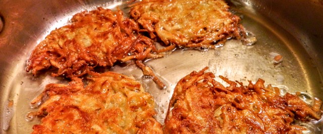 latkes in pan