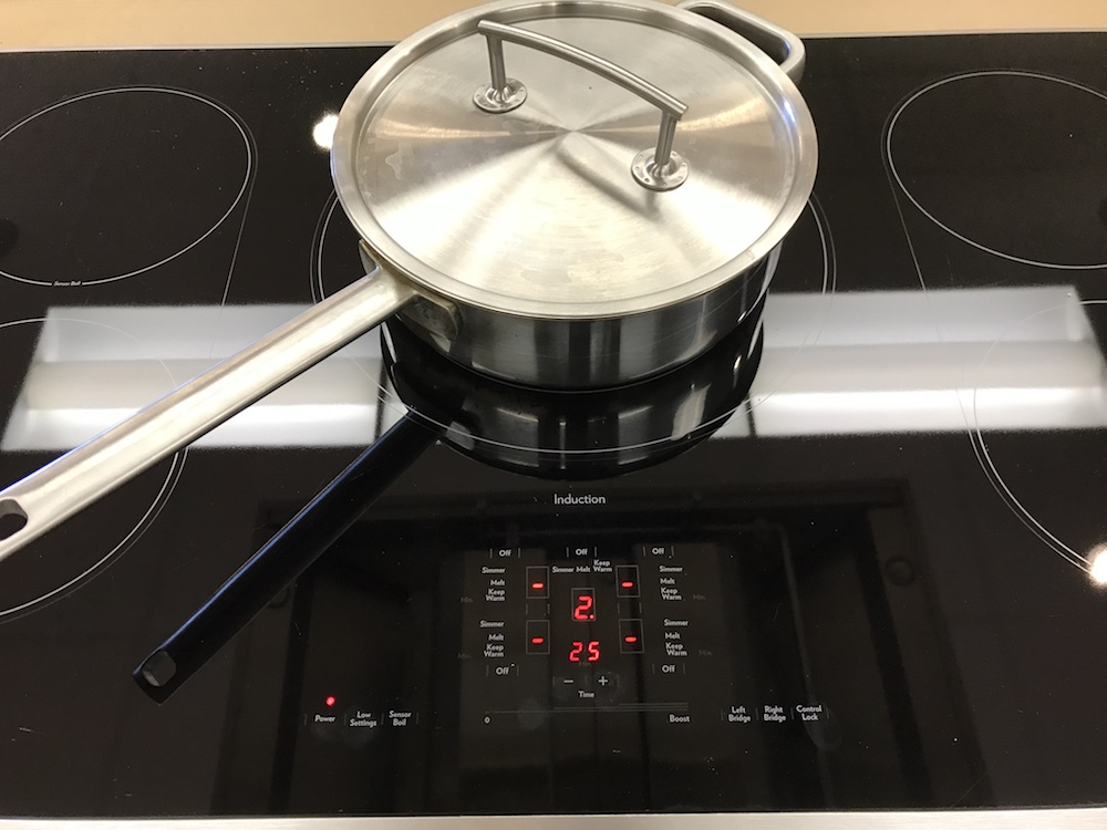 How to bake a spice cake on an induction cooktop